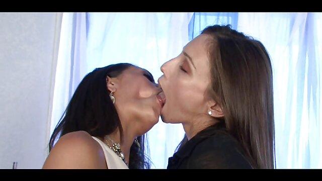 La regina cubana film porno con trama italiani Angelina Castro scopa un grosso cazzo nero ovunque!
